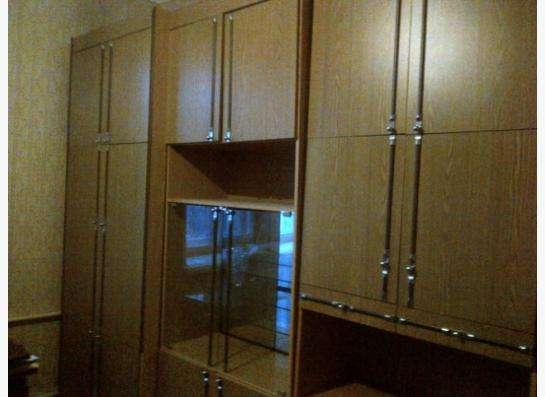 продаю мебельную стенку в Москве