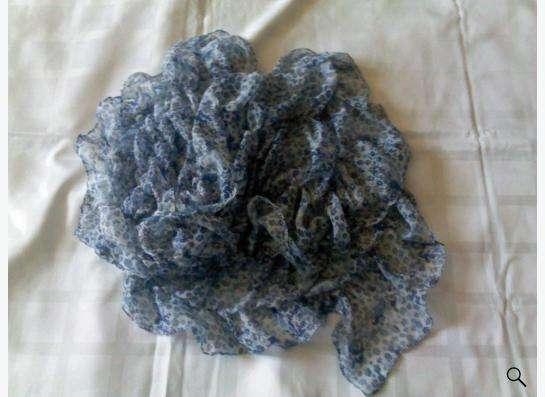 шарф в голубой цветочек