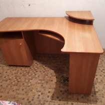Продам стол письменный в отличном состоянии. Цена 3500, в Благовещенске