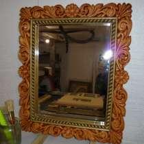 Зеркало настенное в деревянной резной раме, в Кириллове