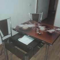 Стол и два стула, в Томске