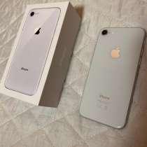IPhone 8 Silver 64gb полный комплект, в Омске