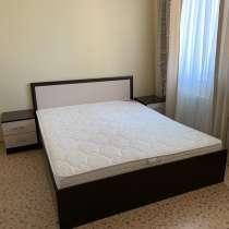 Двуспальная кровать с тумбами и матрасом, в Оренбурге