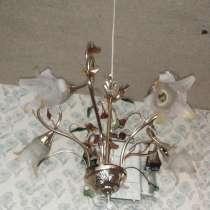Пять плафонов,светит ярко лампочки цоколь миньён,сост отличн, в Воркуте