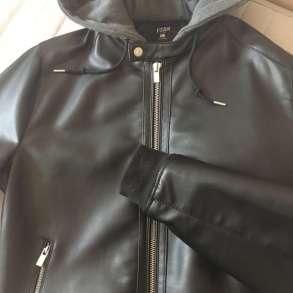 Куртка кожаная с текстильным капюшоном, в Москве