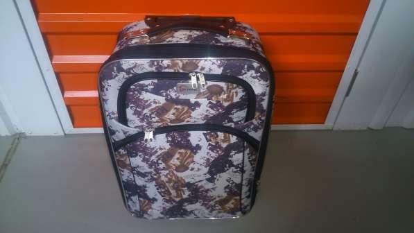 Маленький текстильный чемодан