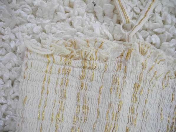 Белое платье-сарафан с золотой нитью H&M в