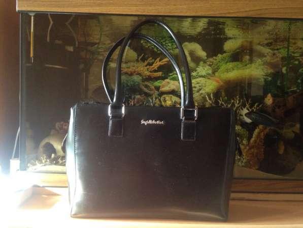 Чёрная кожаная сумка