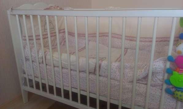 Детская кроватка Хенсвик (икея)+ матрац+бортики