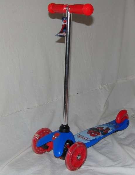 Самокат Spider-Man трехколесный, светящиеся колеса PVC