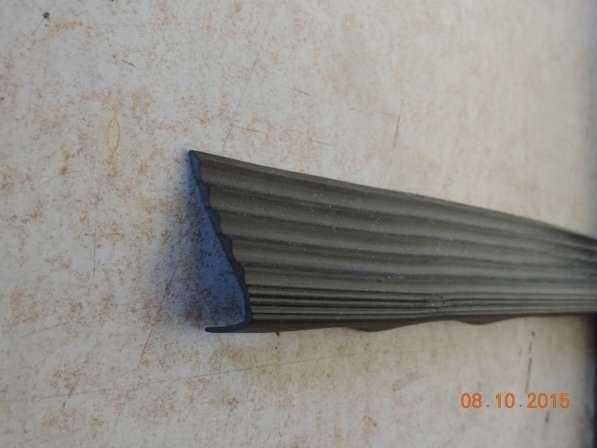 Противоскользящий резиновый угол на ступени