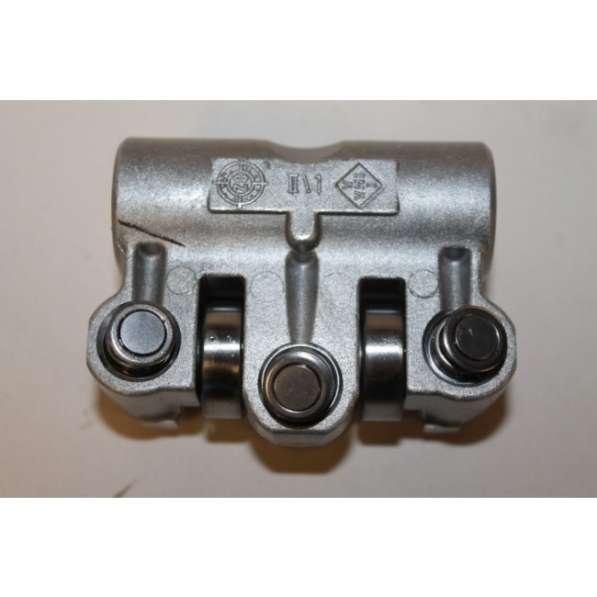 Коромысло клапана двигателя 077109417N