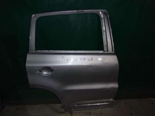 Серебристая дверь на Volkswagen Tiguan(08-н.в.)
