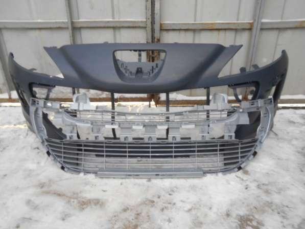 решетка передний бампер пежо308(дорест)