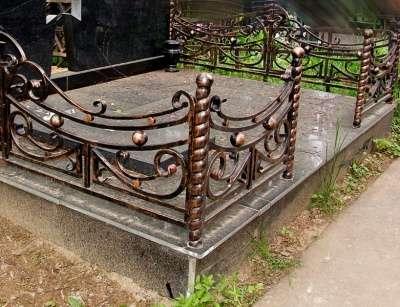 оградки ритуальные кованые.