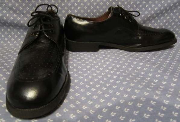 Кроссовки, классические туфли