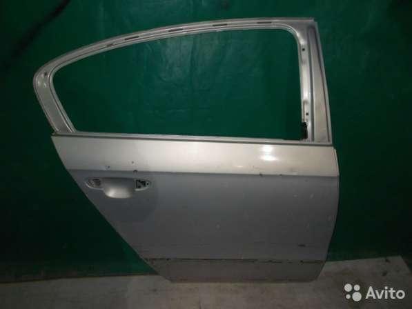 Задняя правая дверь на Volkswagen Passat B7