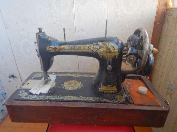Антикварная швейная машинка типа