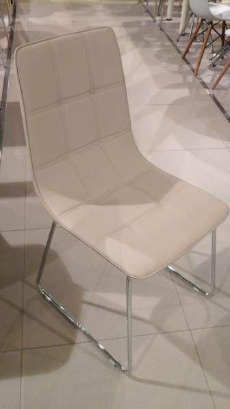 Столы из стекла, дерева, искусственного мрамора и стулья в Москве фото 8