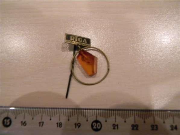 Значок RIGA (РИГА) с янтарем