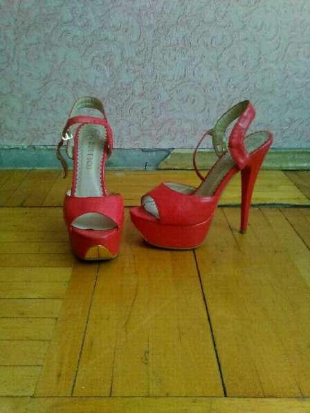Туфли сандали красные