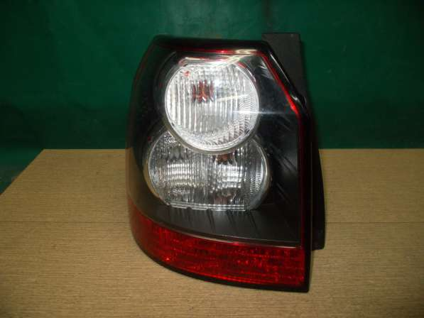 Задний левый фонарь на Land Rover Freelander 2 с 2007г