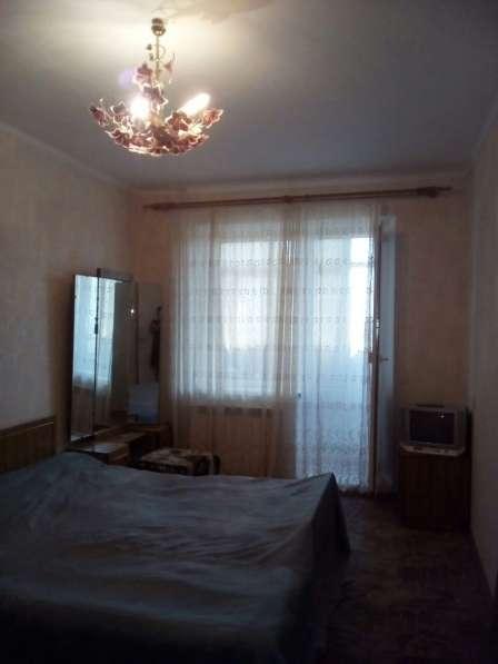 В Кропоткине в МКР 2-комнатная квартира 51 кв. м. 7/9.
