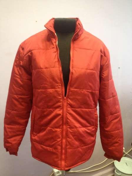 Демисезонные куртки оптом, красные