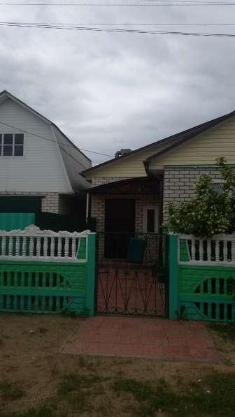 Продаю дом, пол дома бревно обложен кирпичем,пол дома-КИРПИЧ