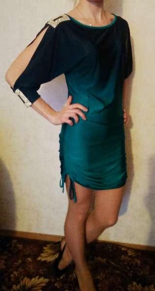 Изумрудное платье размер 44