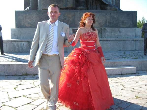 Вечернее(свадебное) платье красного цветаdt