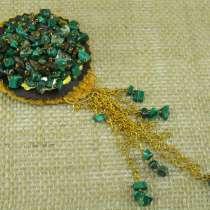 Богатая брошь с натуральными камнями, в Кушве