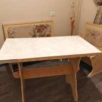 Кухонный уголок: стол и 2 сидения-лавки с ящиками (б/у), в г.Красноярск