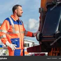 Подвешивание контейнеров к мусоровозам в Польше, в г.Лодзь