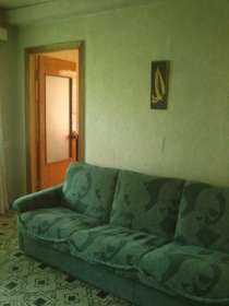 Сдам трёхкомнатную квартиру в Калининском р-не. 5000 руб, в г.Донецк