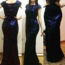 Платье с паетками, подходит и полным и стройным. Так как, в Махачкале
