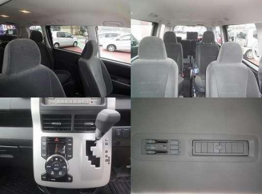 Toyota Noax 7-ми местный минивен  кресло с электродвигателем