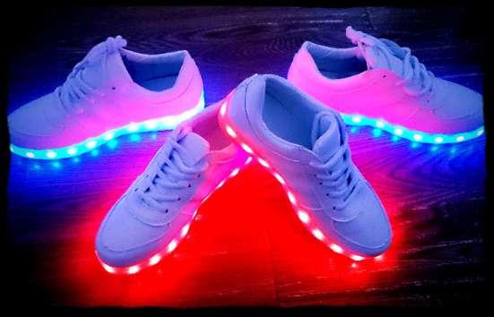 Модные LED кроссовки с подсветкой подошвы