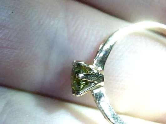 Кольцо с фантазийным бриллиантом 0.43 карата
