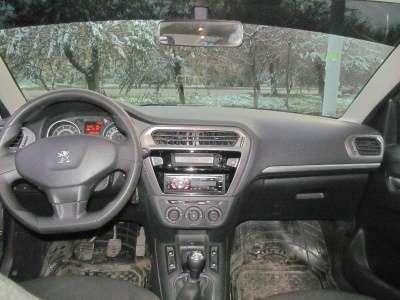 автомобиль Peugeot 301