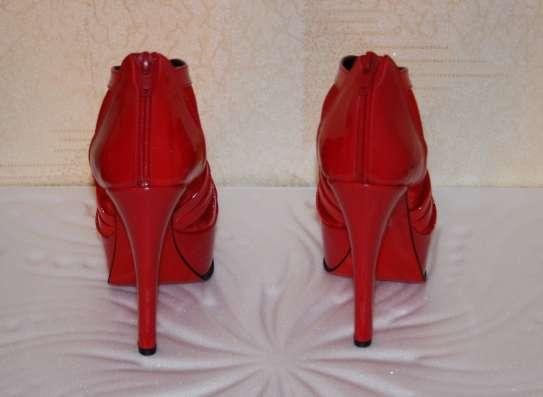 Туфли BODYFLIRT на каблуке 14 см