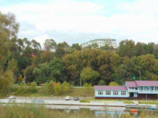 Удачная инвестиция. На берегу реки. 42 ( 20 + 22 ) сотки в г.Звенигород.