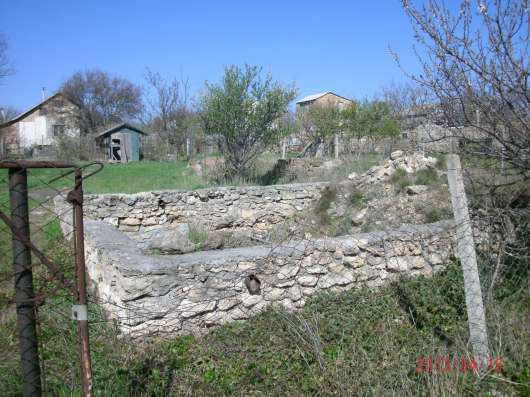 Дачный участок пос.Черноморское,2.5 км.от моря, коммуникации