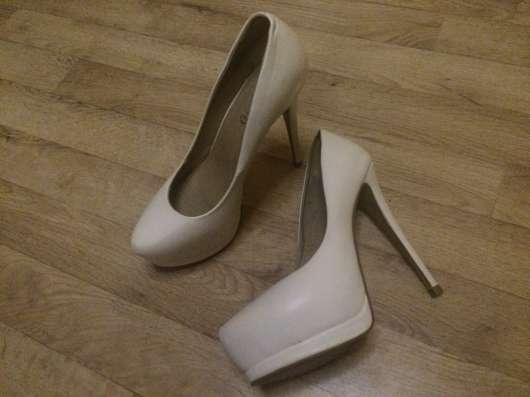 Продам белые кожаные туфли 40р
