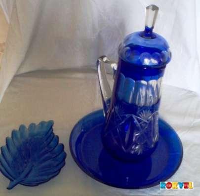 Кувшин раритетный резной с крышкой синее стекло
