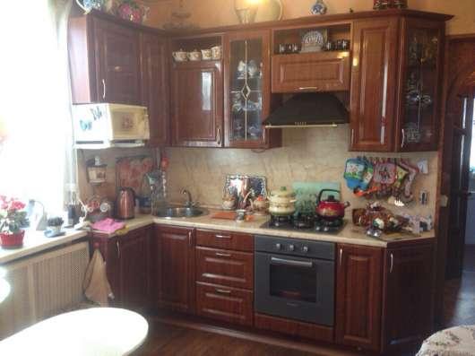 Дом с хорошим ремонтом в 10 минутах от станции жд