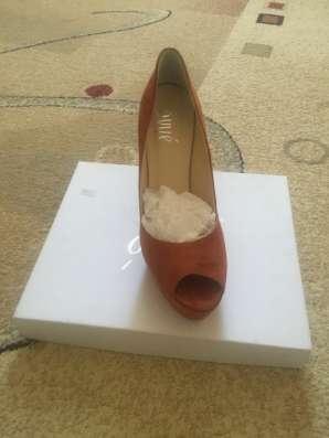 Женская обувь и мебель