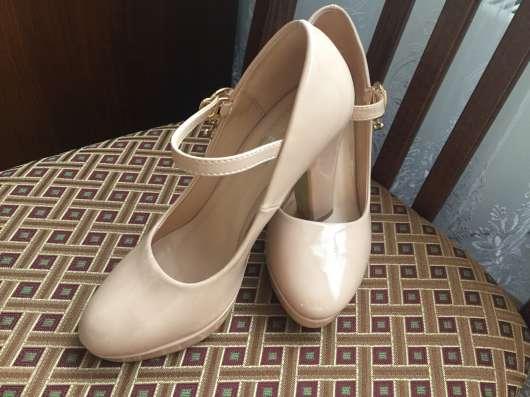 Бежевые туфли 35размер в Москве Фото 1