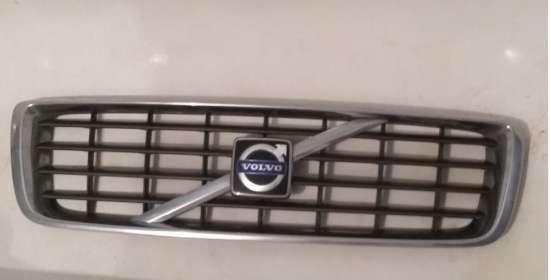 Продам решётку радиатора Volvo s80