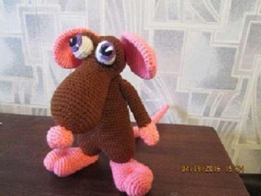 """Вязаная игрушка """"мышь с розовыми ушами"""""""